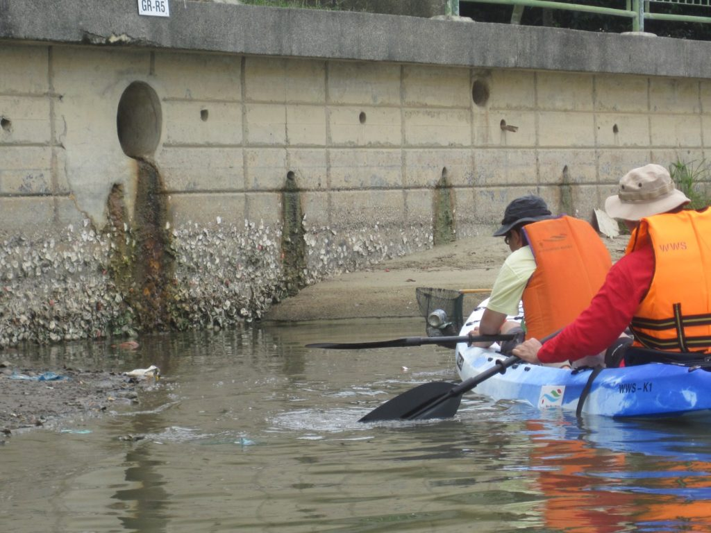 Clean-up Patrols on Kayaks